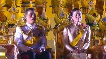 ในหลวง-พระราชินี ทรงเป็นประธานจุดเทียนมหามงคล ถวายราชสดุดี น้อมรำลึก ร.9